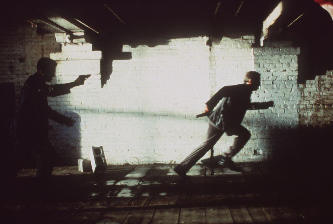 Der Detektiv John Prudhomme (Christopher Lambert) ist einem brutalen Mörder dicht auf den Fersen. Doch dem Gejagten gelingt es, im letzten Moment zu... - Bildquelle: Columbia TriStar Home Video