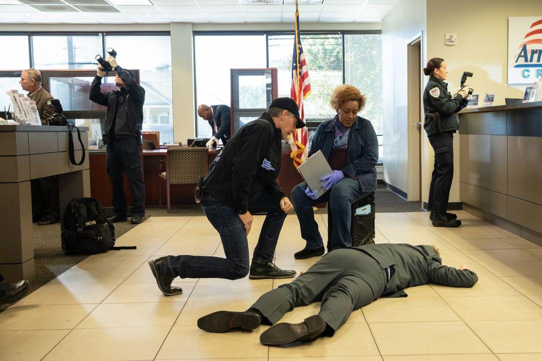 Special Agent Dwayne Pride (Scott Bakula, l.); Dr. Loretta Wade (CCH Pounder, r.) - Bildquelle: Sam Lothridge 2018 CBS Broadcasting, Inc. All Rights Reserved / Sam Lothridge
