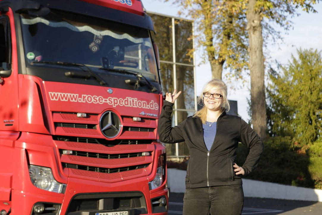 """Sie ist eine echte Entdeckerin: Manuela Schuhmacher aus Zaltbommel (Niederlande) ist neu bei den """"Trucker Babes"""" und stellt sich der Herausforderung... - Bildquelle: kabel eins"""