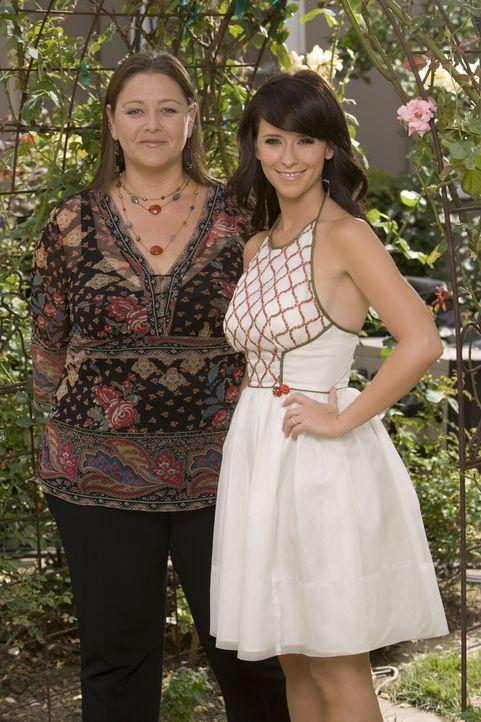 (2. Staffel) – Die erfolgreiche Immobilienmaklerin Delia Banks (Camryn Manheim, l.) wird eine gute Freundin von Melinda (Jennifer Love Hewitt, r.) …... - Bildquelle: ABC Studios