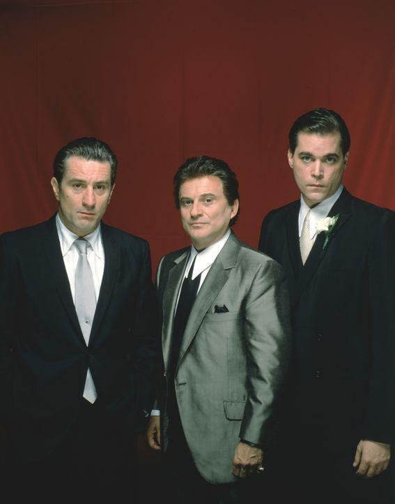"""Schon als Kind waren die beiden Mafiosi Jimmy """"The Gent"""" Conway (Robert De Niro, l.) und Tommy DeVito (Joe Pesci, M.) die Vorbilder von Henry Hill (... - Bildquelle: Warner Bros."""