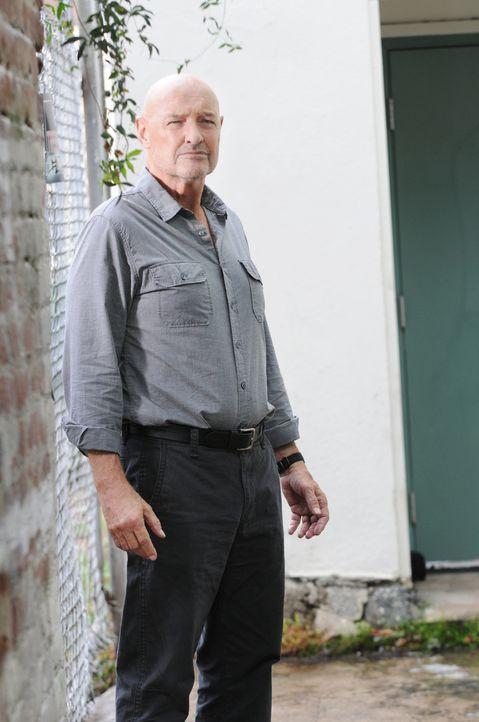 Wird er Steve die ganze Wahrheit über Shelbourne sagen? Joe (Terry O'Quinn) ... - Bildquelle: TM &   CBS Studios Inc. All Rights Reserved.