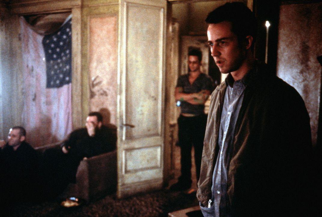 Was geht nur vor? Jack (Edward Norton, r.) sucht verzweifelt nach einer Antwort. Doch die kennt nur er selbst ... - Bildquelle: 20th Century Fox
