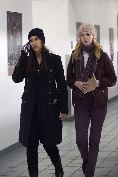 Ein neuer Fall wartet auf Meredith (Janina Gavankar, l.) und Frankie (Meg Steedle, r.) ... - Bildquelle: Warner Bros. Entertainment, Inc.