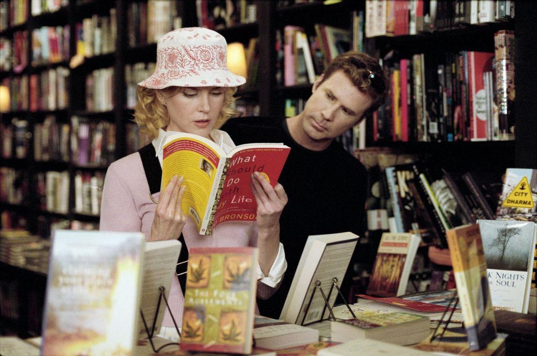 """Ex-Hollywoodstar Jack Wyatt (Will Ferrell, r.) plant mit dem Remake der legendären Fernsehserie """"Verliebt in eine Hexe"""" ein Comeback in der Rolle de... - Bildquelle: 2005 Columbia Pictures Industries, Inc. All Rights Reserved."""
