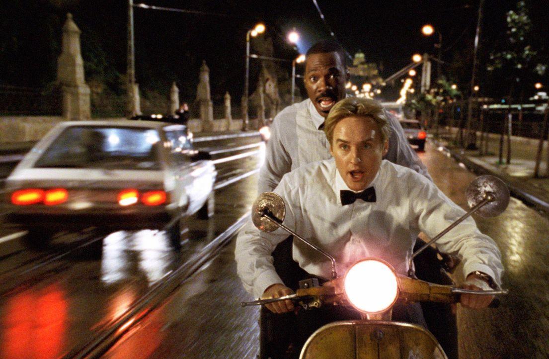 Unterwegs, den Weltfrieden zu bewahren: Scott (Owen Wilson,vorne) und Robinson (Eddie Murphy, hinten) ... - Bildquelle: 2003 Sony Pictures Television International