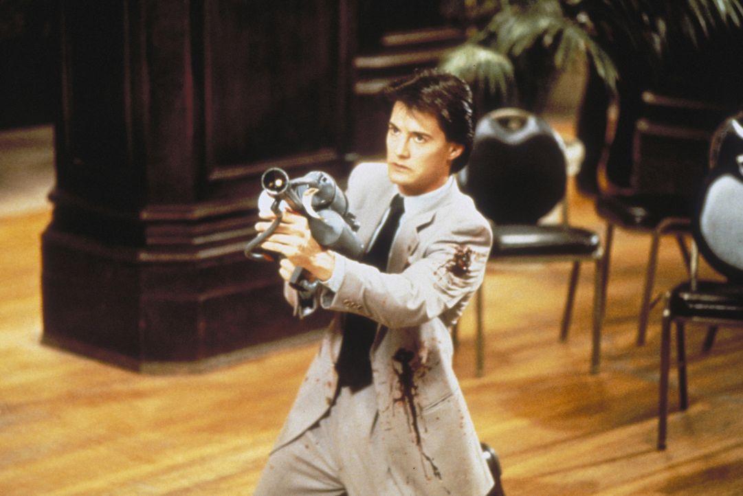 Special Agent Lloyd Gallagher (Kyle MacLachlan) ist zwar ebenfalls ein Alien, aber ein gutartiges, das schon lange auf der Jagd nach dem bösen ist.... - Bildquelle: Warner Brothers