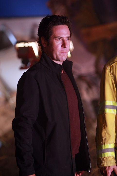 Don (Rob Morrow) und sein Team sollen die Ursache eines Zusammenstoßes von einem Personen- und einem Güterzug herausfinden. Wird es ihnen gelingen? - Bildquelle: Paramount Network Television