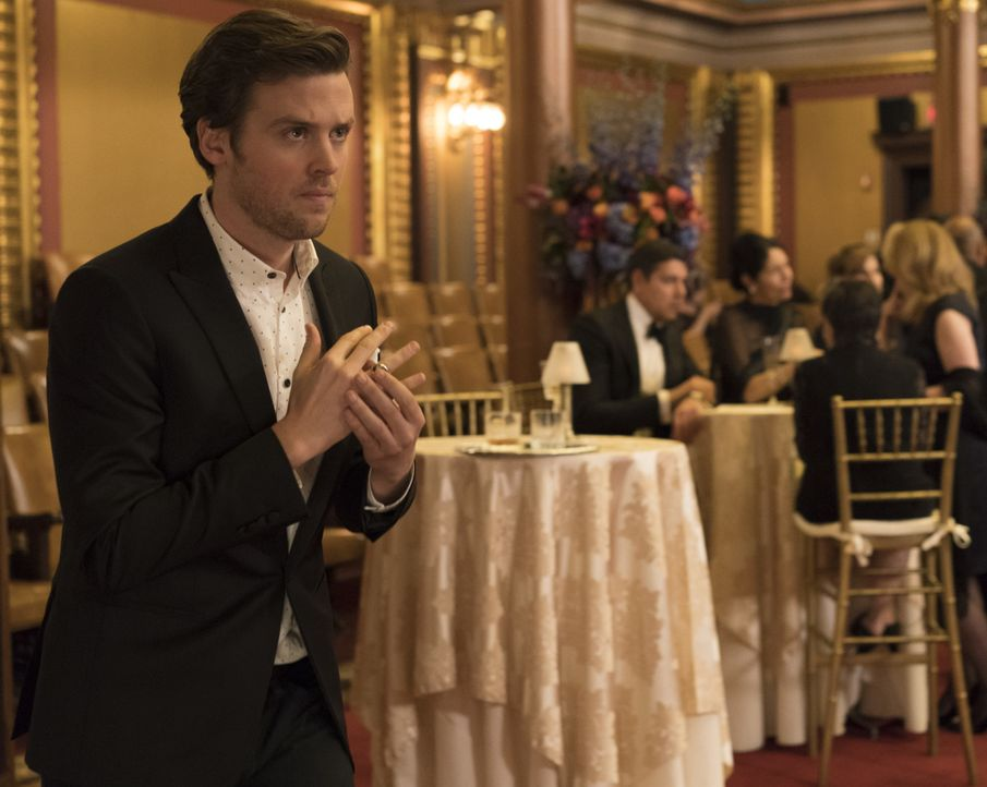 Kann Cameron (Jack Cutmore-Scott) mit seinem Können auch dieses Mal den Ermittlungen auf die Sprünge helfen? - Bildquelle: Warner Bros.
