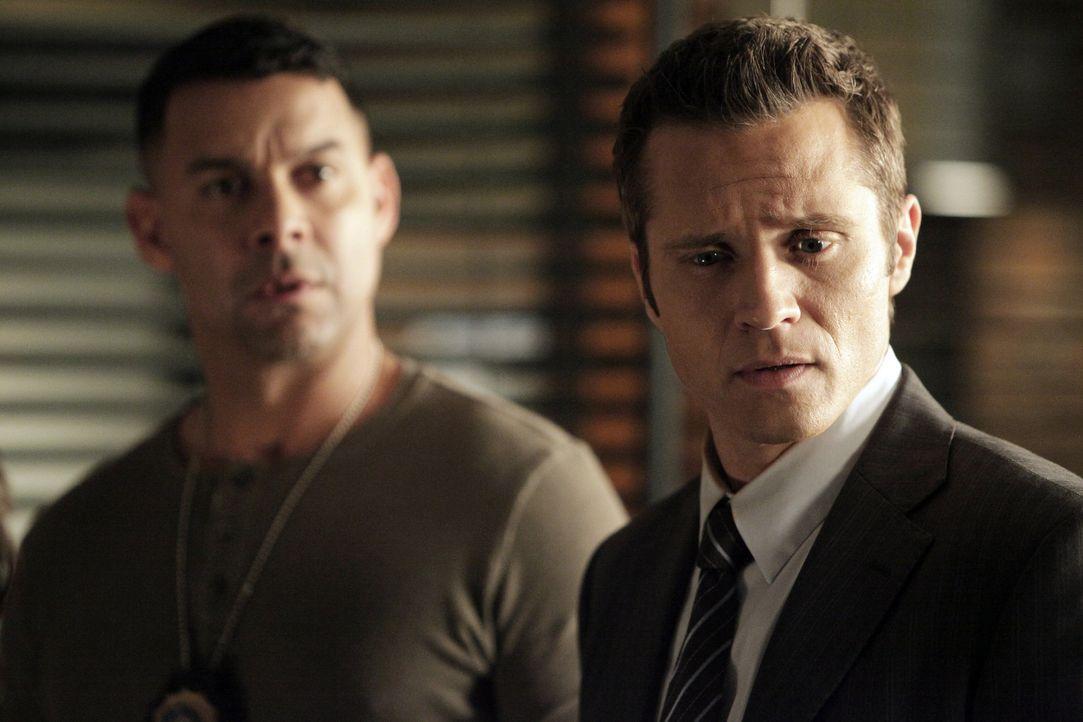 Nachdem Beckett entführt wurde, müssen Javier Esposito (Jon Huertas, l.) und Kevin Ryan (Seamus Dever, r.) alles tun, um ihre Kollegin lebend zu fin... - Bildquelle: 2013 American Broadcasting Companies, Inc. All rights reserved.
