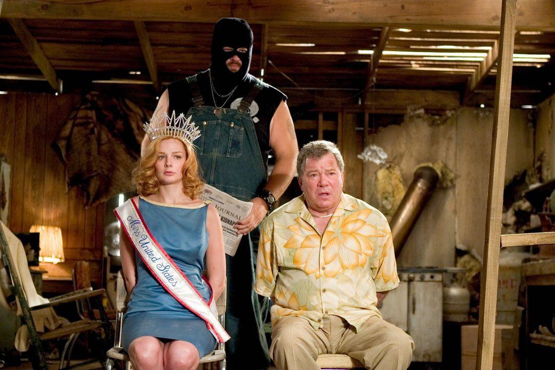 """Werden von Geiselgangstern entführt: """"Miss United States"""", Cheryl Frasier (Heather Burns, l.), und Stan Fields (William Shatner, r.). Kann das FBI... - Bildquelle: Warner Bros. Television"""
