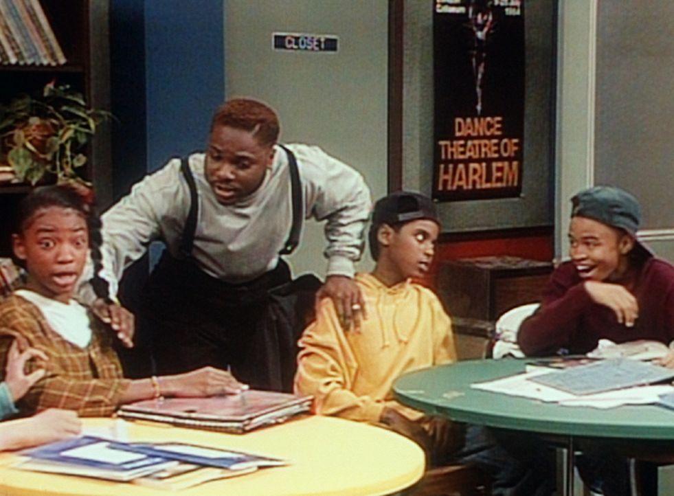 Eugene (Eugene Byrd, r.) amüsiert sich nur, als Theo (Malcolm-Jamal  Warner, 2.v.l.) versucht, einen Streit zwischen Letitia (Lisa Arrindell, l.) u... - Bildquelle: Viacom