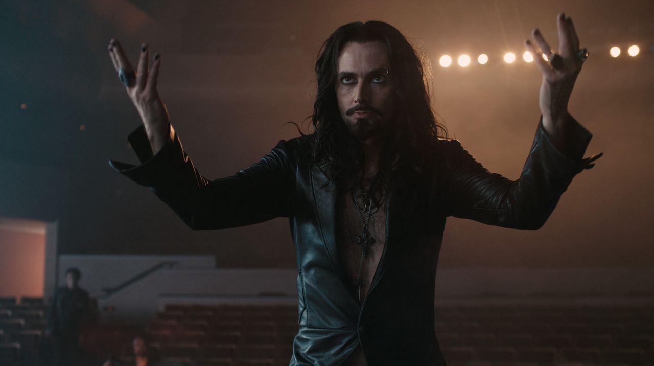 Auch der Zauberer und angebliche Vampir-Experte Peter Vincent (David Tennant) will zunächst Charleys Behauptungen keinen Glauben schenken. Doch dann... - Bildquelle: Lorey Sebastian, John Bramley Dreamworks Studios.  All rights reserved