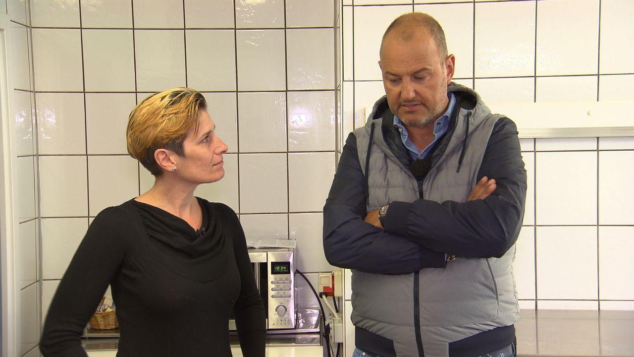 """Wird Sternekoch Frank Rosin (r.) Diana Dehner (l.) und ihrem Gasthaus """"Kleineschle"""" helfen können? Denn der gelernten Betriebswirtin fehlt es nicht... - Bildquelle: kabel eins"""