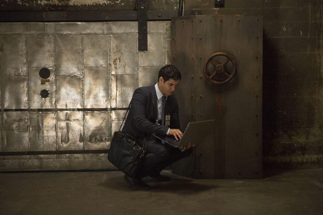 Als das Team Scorpion erpresst wird, muss Walter (Elyes Gabel) einen Plan ausarbeiten, um einen skrupellosen Mann auszuschalten ... - Bildquelle: Neil Jacobs 2015 CBS Broadcasting, Inc. All Rights Reserved. / Neil Jacobs