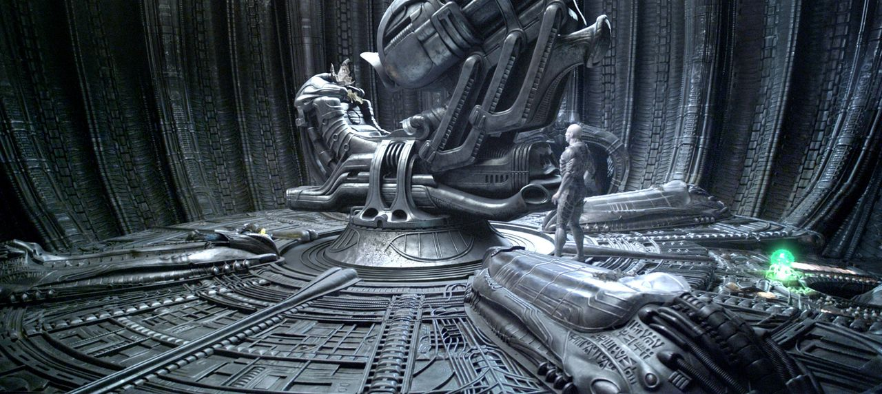 Kaum wird der letzte Konstrukteur aus dem Kälteschlaf geweckt, da leitet er auch schon den Start des Raumschiffs ein, um seinen ursprünglichen Auftr... - Bildquelle: TM and   2012 Twentieth Century Fox Film Corporation.  All rights reserved.