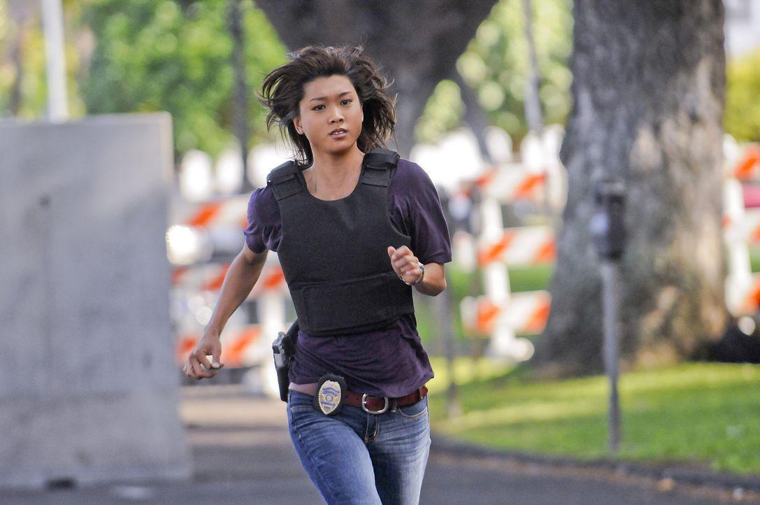 Weihnachten auf Hawaii - doch dem Team ist gar nicht nach feiern, denn Chin Ho ist entführt worden. Kono  (Grace Park) und ihre Kollegen geben alles... - Bildquelle: TM &   2010 CBS Studios Inc. All Rights Reserved.