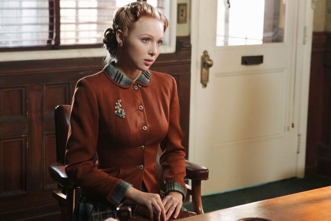 Alexis übernimmt in Castles Fantasie die Rolle von Sally Scofield (Molly C. Quinn), die im New York der 40er Jahre auf der Suche nach ihrer Schweste... - Bildquelle: 2011 American Broadcasting Companies, Inc. All rights reserved.