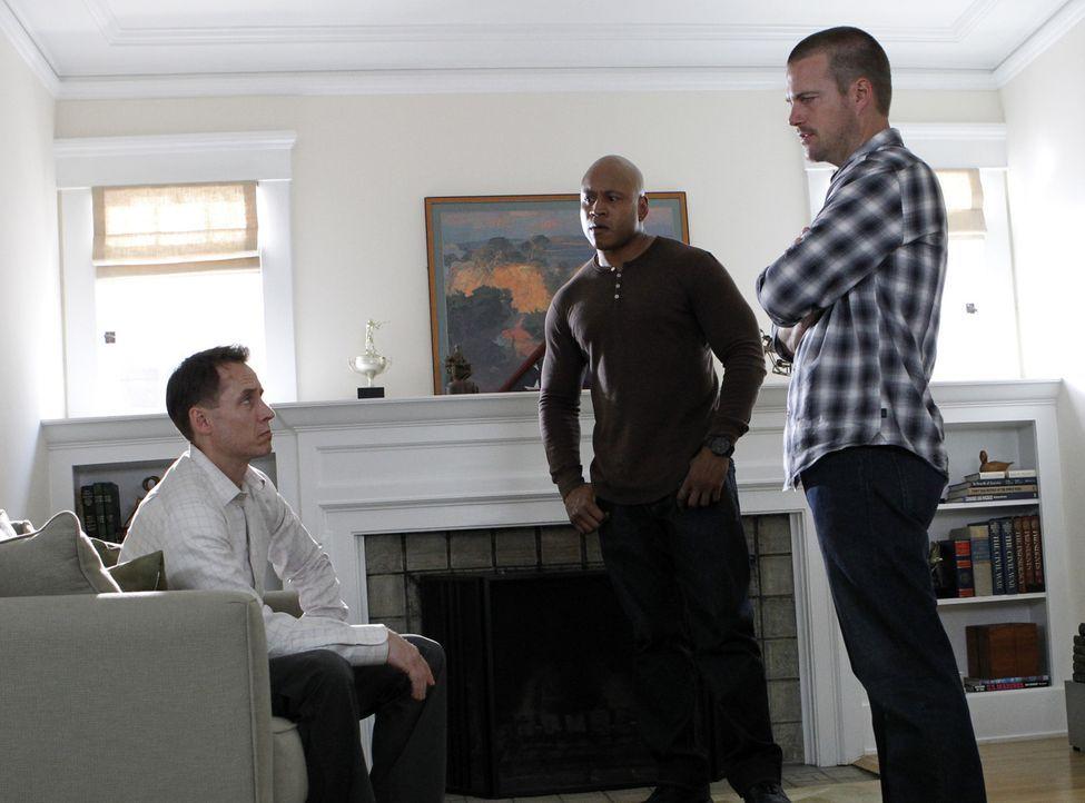 Bei ihren Ermittlungen stoßen Callen (Chris O'Donnell, r.) und Sam (LL Cool J, M.) auf Farag Hijazi (Piter Marek, l.). Doch hat er etwas damit zu tu... - Bildquelle: CBS Studios Inc. All Rights Reserved.