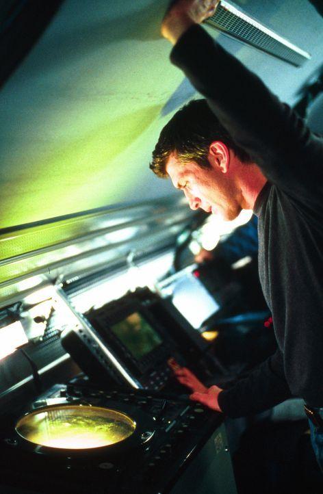 Kann Pete Jensen (Joe Lando) die Einwohner überzeugen, dass sich etliche Wirbelstürmen auf die Stadt zubewegen? - Bildquelle: Cinetel Films Inc.