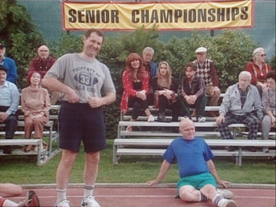 Al (Ed O'Neill, l.) nimmt an einer Seniorenolympiade teil. - Bildquelle: Columbia Pictures
