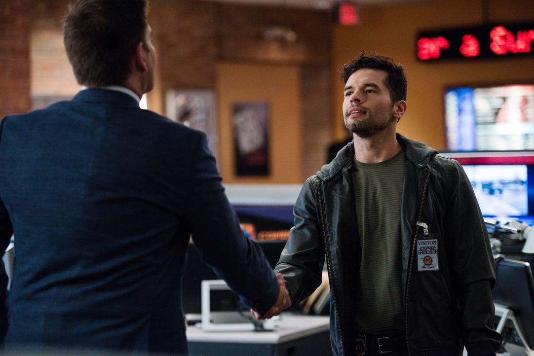 Bei den Ermittlungen in einem neuen Fall, arbeiten DiNozzo (Michael Weatherly, l.) und DEA Agent Luis Mitchell (John Gabriel, r.) zusammen ... - Bildquelle: Eddy Chen CBS Television