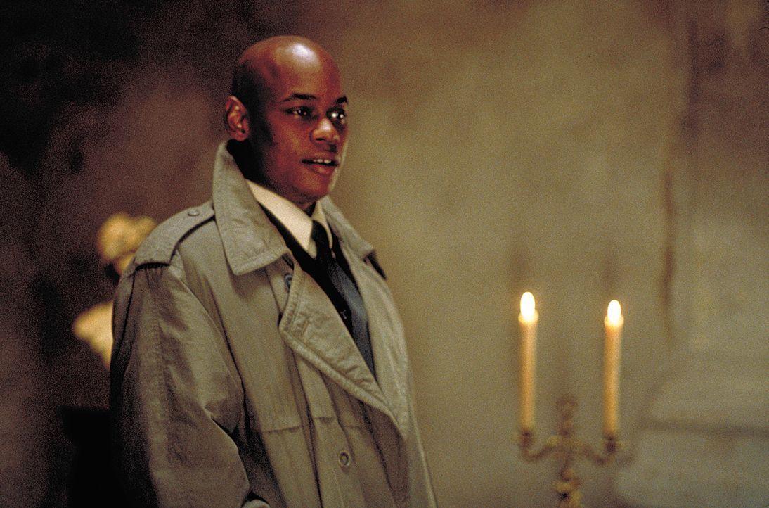 Der NSA-Agent Steve Grant (Bokeem Woodbine) kann Anfangs nicht glauben, dass tatsächlich viertausend Vampire unter den Menschen leben. - Bildquelle: 2004 Sony Pictures Television International. All Rights Reserved.
