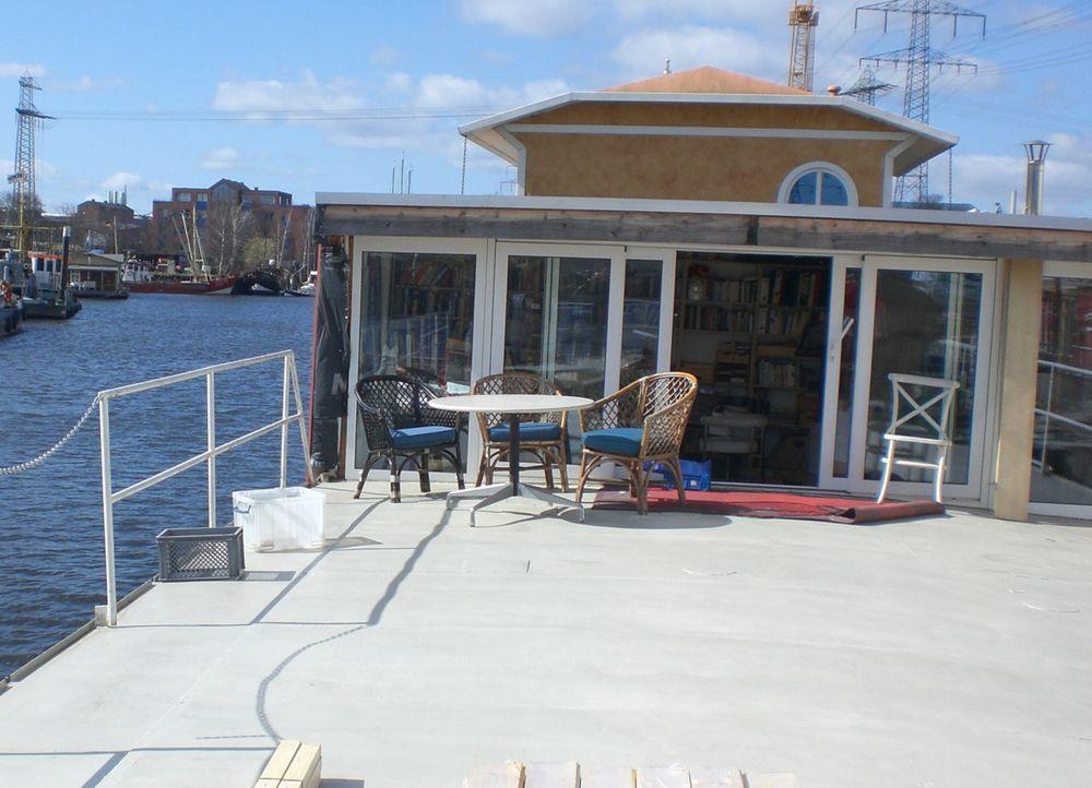 Schlagerstar Gunter Gabriel lebt seit einigen Jahren im Hamburg-Harburger Hafen auf einem Hausboot. Hier gibt es alle Hände voll zu tun ... - Bildquelle: kabel eins