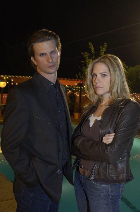 Beruflich ergänzen sich Inspector Marshall Mann (Fred Weller, r.) und Inspector Mary Shannon (Mary McCormack, l.) und auch privat sind sie gut mitei... - Bildquelle: USA Network