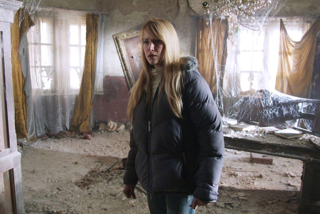 Ahnt nicht, dass das alte Haus ein gefährliches Geheimnis birgt: Karen (Lori Heuring) ... - Bildquelle: Nu Image Films