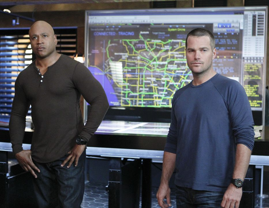 Ermitteln in einem neuen Fall: Callen (Chris O'Donnell, r.) und Sam (LL Cool J, l.) ... - Bildquelle: CBS Studios Inc. All Rights Reserved.
