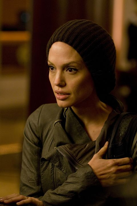 Ist Evelyn Salt (Angelina Jolie) ein mutige und integre CIA-Agentin oder ist sie eine schon als Kind zur Doppelspionin ausgebildete russische Schläf... - Bildquelle: 2010 Columbia Pictures Industries, Inc. and Beverly Blvd LLC. All Rights Reserved.