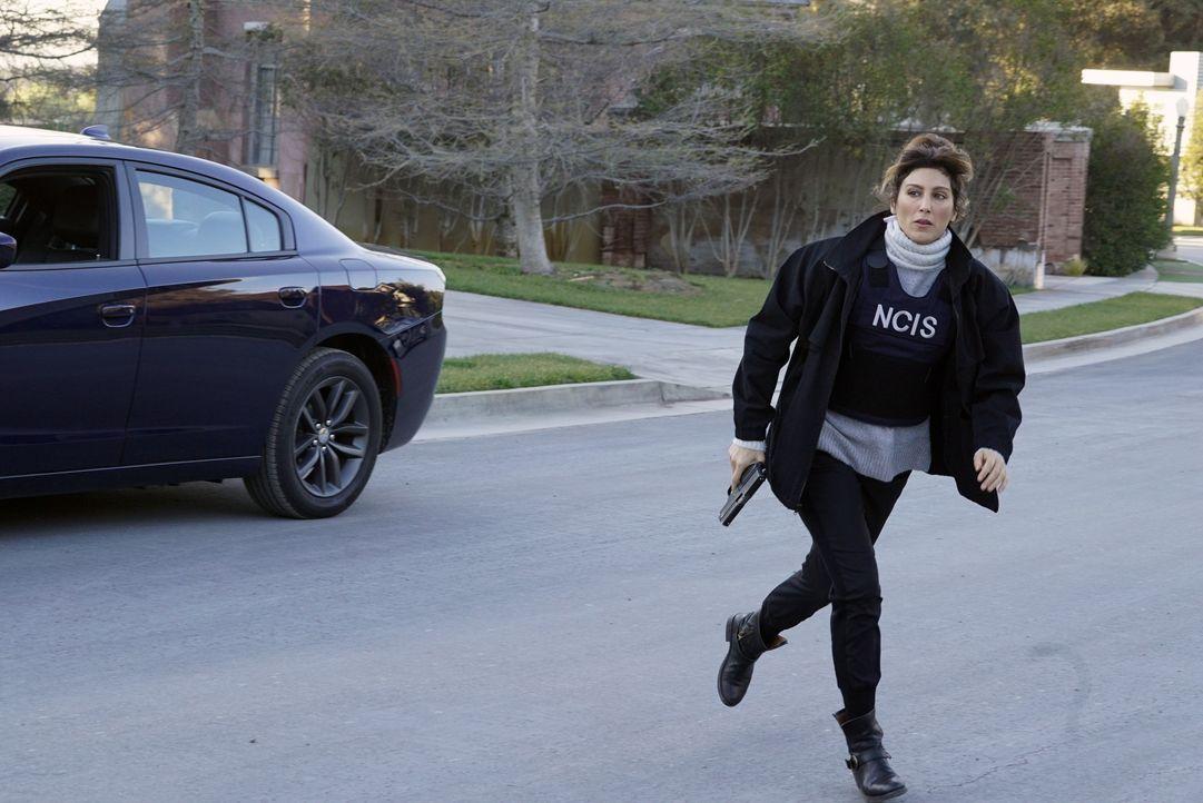 Als sich Gibbs bei einem Undercover-Einsatz in Lebensgefahr bringt, ist Quinns (Jennifer Esposito) Köpfchen gefragt, doch die Zeit läuft davon ... - Bildquelle: Cliff Lipson 2016 CBS Broadcasting, Inc. All Rights Reserved / Cliff Lipson