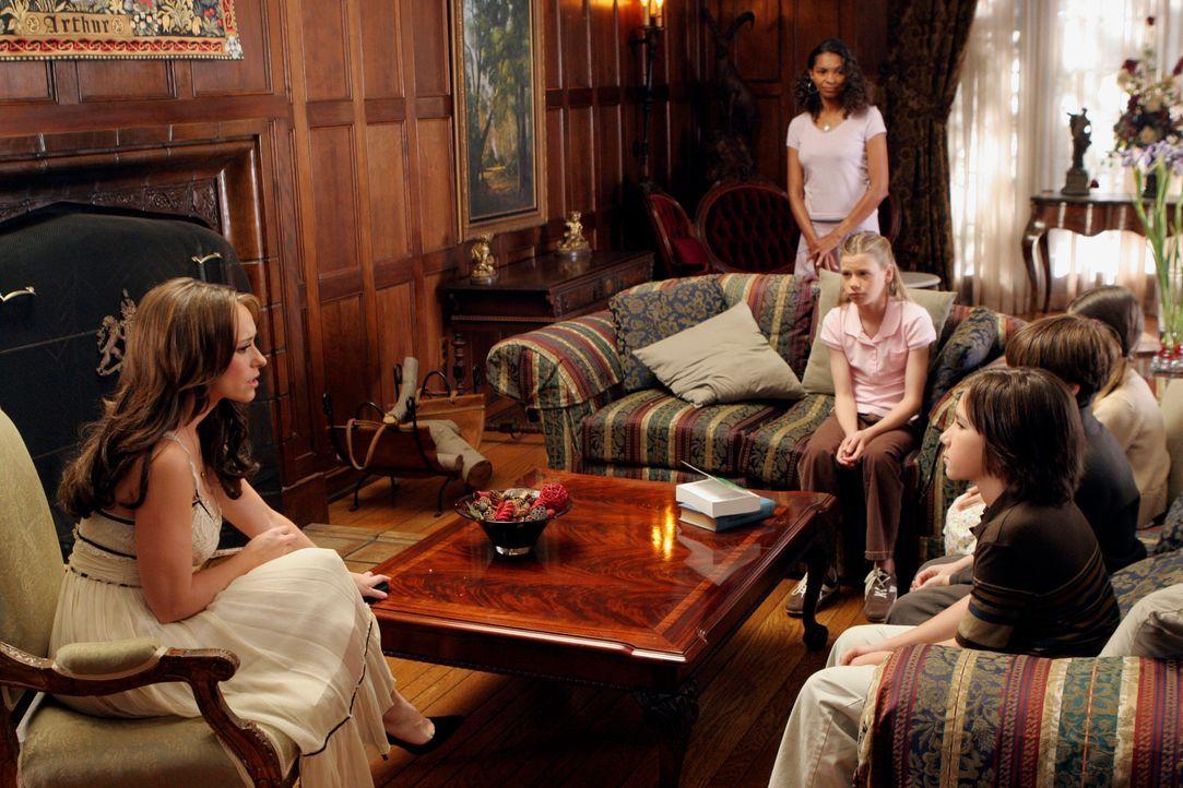 Melinda (Jennifer Love Hewitt, l.) spürt, dass ein weiteres Unglück bevorsteht, aber sie weiß einfach noch nicht, wo und wann es dazu kommen wird. D... - Bildquelle: ABC Studios