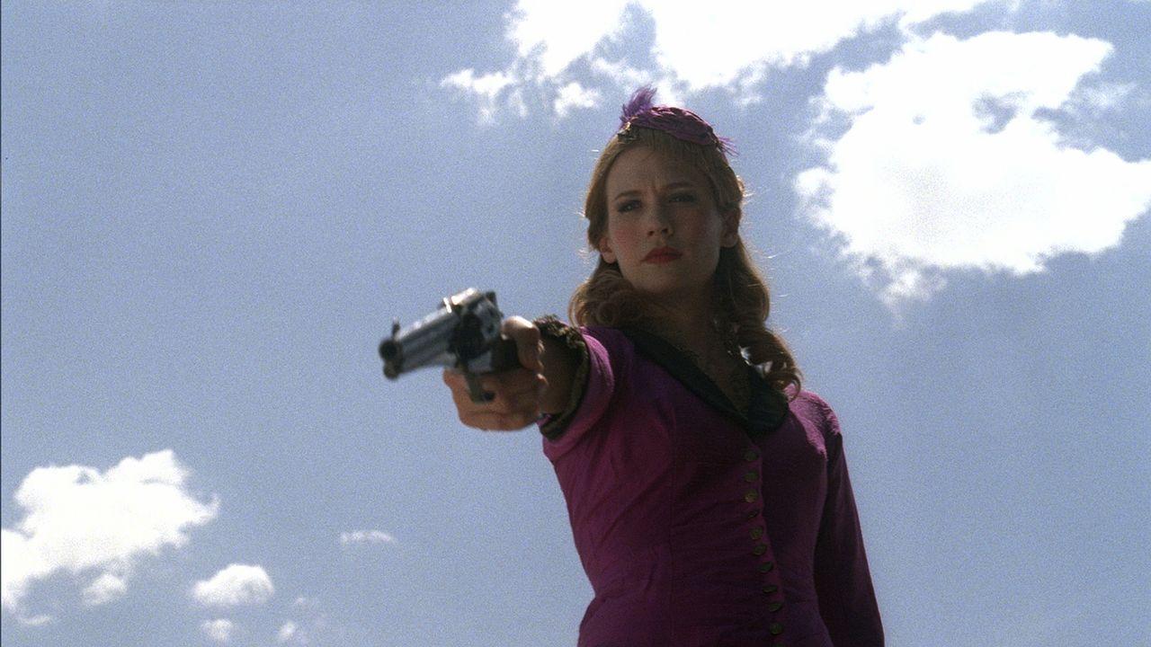 Weil Sheriff Jackson ihr nicht helfen kann, muss Sarah (January Jones) zur Selbstjustiz greifen ... - Bildquelle: Lorey Sebastian 2012 ARC Entertainment LLC