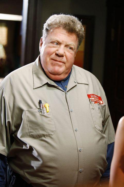 Zu Lebzeiten hat der Klempner George (George Wendt) seinen Job geliebt. Auch als Geist will er nicht aufhören, seinen Beruf auszuüben. - Bildquelle: ABC Studios