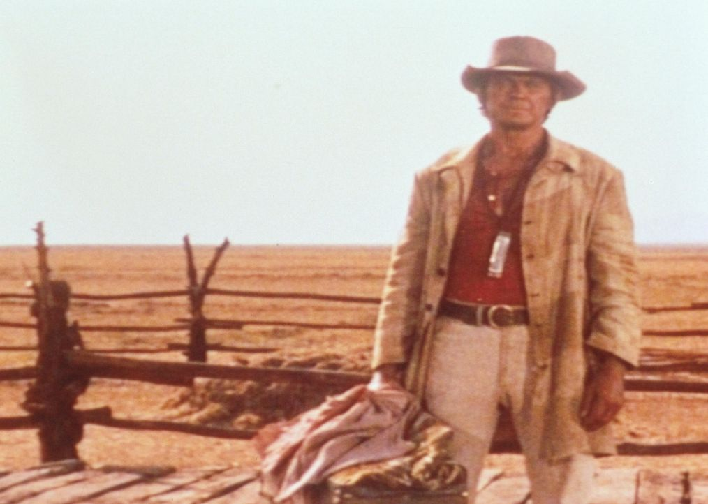 Der Fremde (Charles Bronson) mit der Mundharmonika verfolgt einen ganz bestimmten Plan ... - Bildquelle: Paramount Pictures