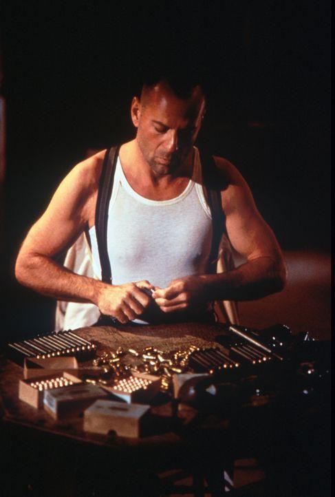 Zwischen zwei Alkoholschmugglerbanden: John Smith (Bruce Willis) ... - Bildquelle: New Line Cinema