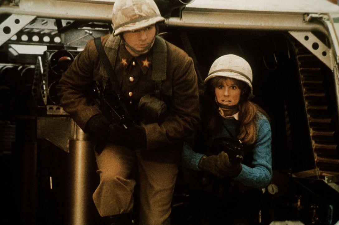 Auf der Suche nach einer Truppe der Geheimwaffe, geraten John (Bill Murray, l.) und Stella (P.J. Soles, r.) versehentlich in den Ostblock ... - Bildquelle: Columbia Tri-Star