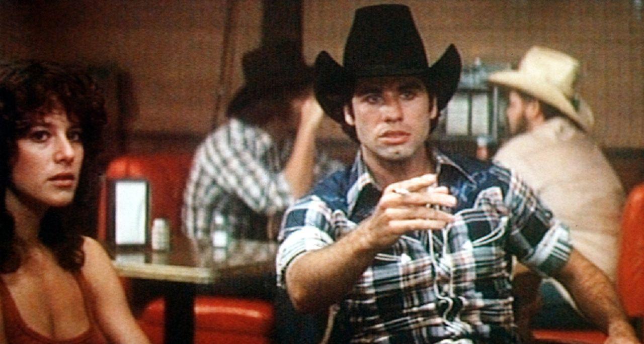 Sissy (Debra Winger, l.) findet Buds (John Travolta, r.) Machogehabe mehr als peinlich ...