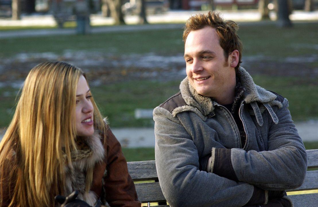 Obwohl Kyle (Ethan Embry, r.) sich sehr um Celeste (Majandra Delfino, l.) bemüht, schlagen alle seine Versuche fehl. Denn er ahnt nicht, dass die j... - Bildquelle: Touchstone Television