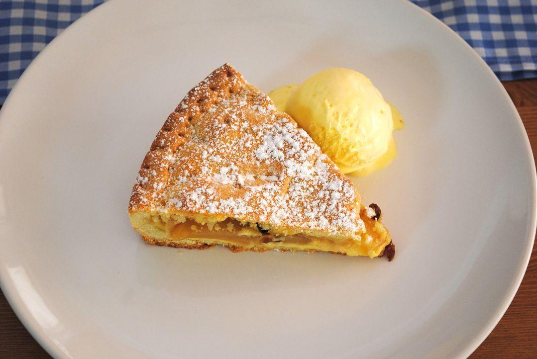"""Wer kann da schon widerstehen? Als Nachspeise beim finalen Testessen im """"Fellini"""" serviert Inhaber Raffaele Rosa einen Apfelkuchen à la """"Mamma Rosa""""... - Bildquelle: kabel eins"""
