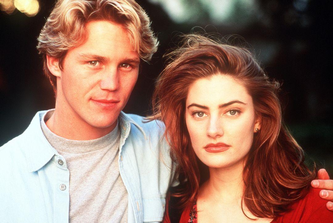 Als Charles (Brian Krause, l.) Tanya (Mädchen Amick, r.) kennen lernt, verliebt er sich in sie. Doch Charles gehört zur gefährlichen Rasse der Sc... - Bildquelle: Columbia Pictures