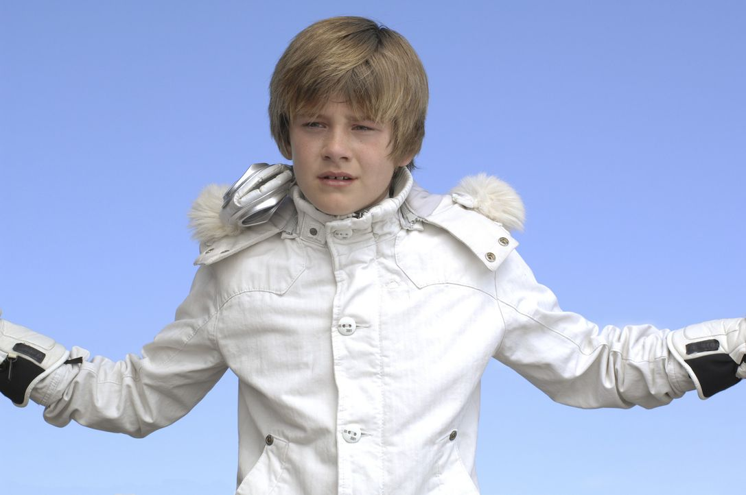 Der kleine Charlie (Luke Benward) ist ein genialer Erfinder. Eines Tages entwickelt er eine Zeitmaschine, mit der man einige Tage in der Zeit vor od... - Bildquelle: 2007 Disney Channel