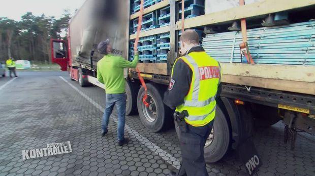 Achtung Kontrolle - Achtung Kontrolle! - Thema U. A.: Leichtsinniger Lkw-fahrer - Autobahnpolizei Niedersachsen