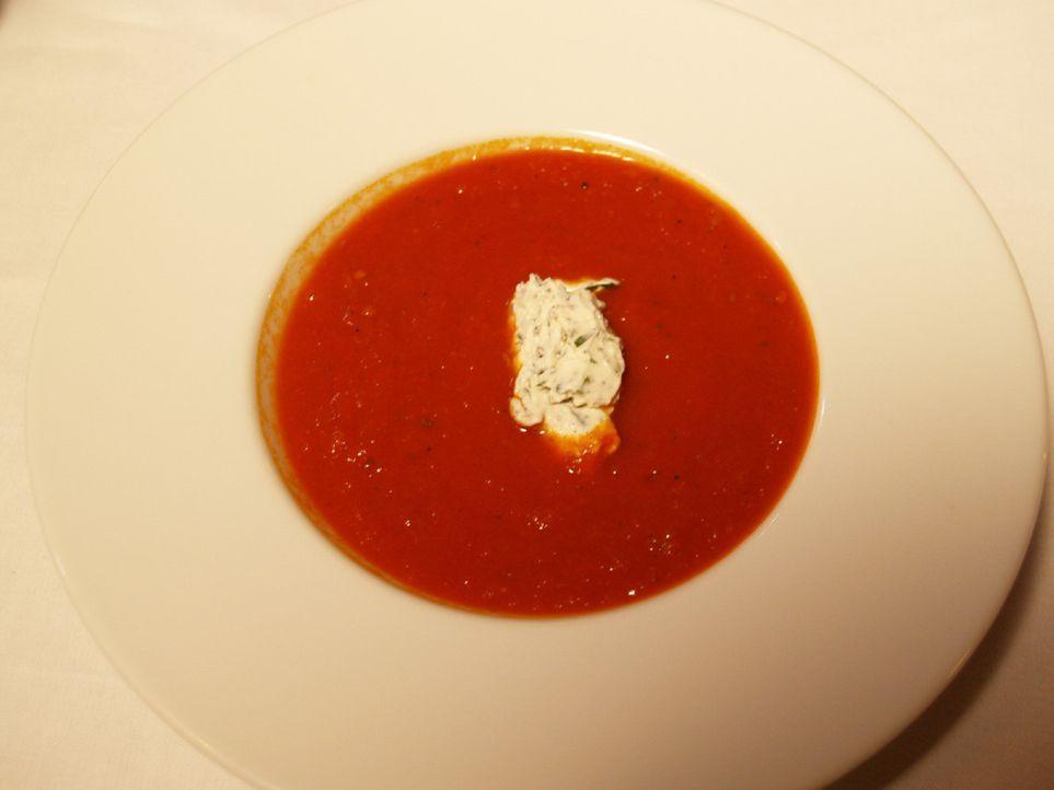 Die Speisekarte wird überarbeitet und als Vorspeise wird zukünftig eine mediterrane Tomatensuppe angeboten ... - Bildquelle: kabel eins