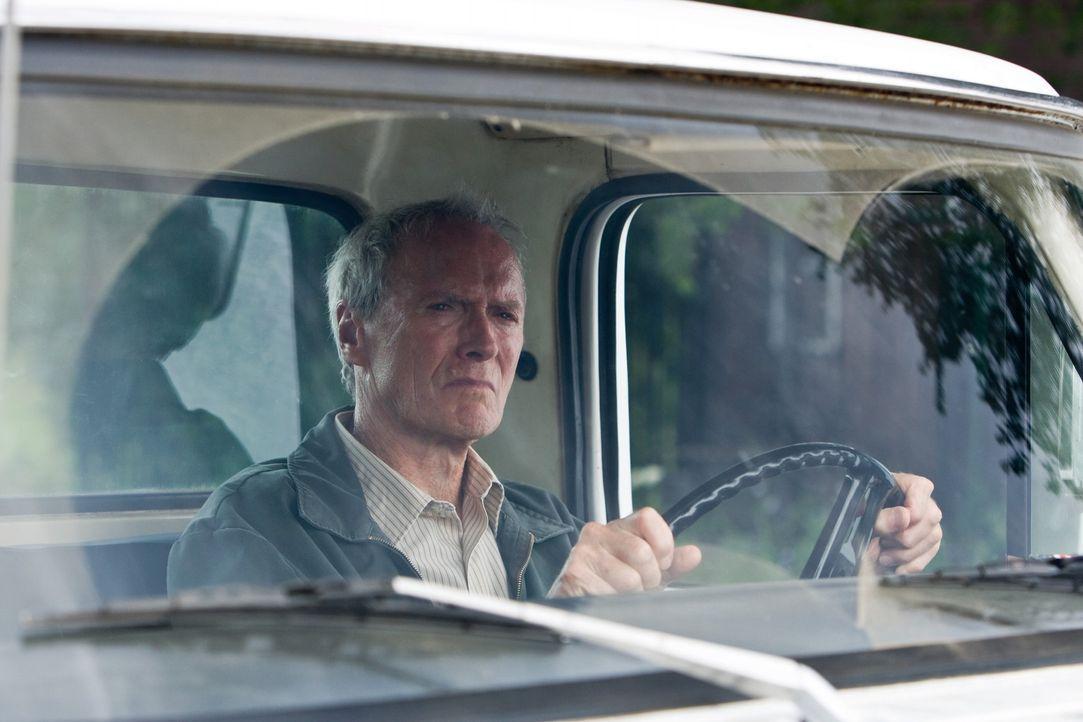 Walt Kowalski (Clint Eastwood) ist ein resoluter Korea-Veteran und jähzorniger Rassist. Frisch verwitwet muss er sich mit seiner asiatischen Nachba... - Bildquelle: Warner Bros
