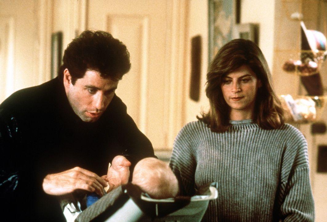 Sohn Mikey ist von dem netten Taxifahrer James (John Travolta, l.) ganz begeistert: Der wäre doch eigentlich auch was für seine allein erziehende... - Bildquelle: TriStar Pictures