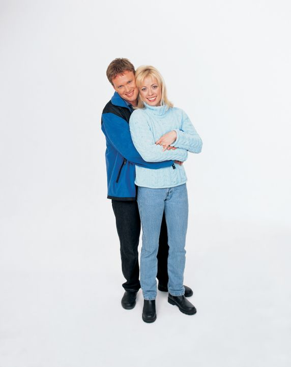 Stuart (Craig McLachlan, l.) und Sally (Jodie Dry, r.) führen eine glückliche Ehe. Eines Tages jedoch, als sie in einer Berghütte übernachten, l... - Bildquelle: Sony Pictures Television International. All Rights Reserved