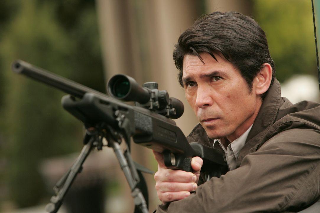 L.A. wird von einem Heckenschützen heimgesucht. Don zieht sofort Charlie und einen Heckenschützenausbilder aus Quantico namens Agent Edgerton (Lou... - Bildquelle: Paramount Network Television